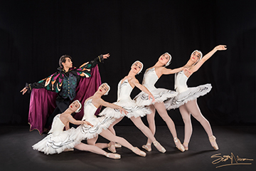 Seniors Perform Swan Lake with the Houston Repertoire Ballet
