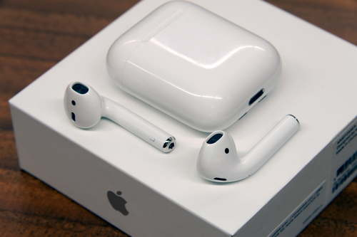 Airpods VS. Airpods